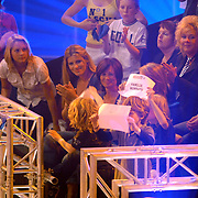 NLD/Hilversum/20070518 - Finale SBS6 So you wannabe a Popstar 2007, Danielle Overgaag met zoon Thijmen, leontien Borsato met kinderen Luca, Senna, Jada Maria