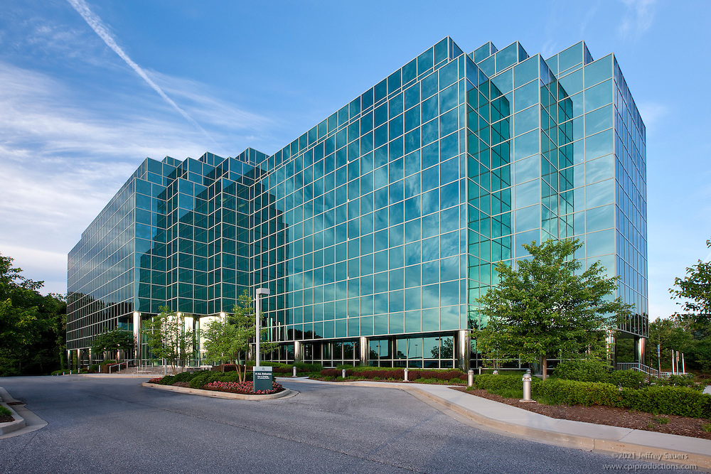 Timonium Two corporate interior and exterior Images at 1954 Greenpring Dr. including lobby, cafe, and fitness rooms for Merritt Properties