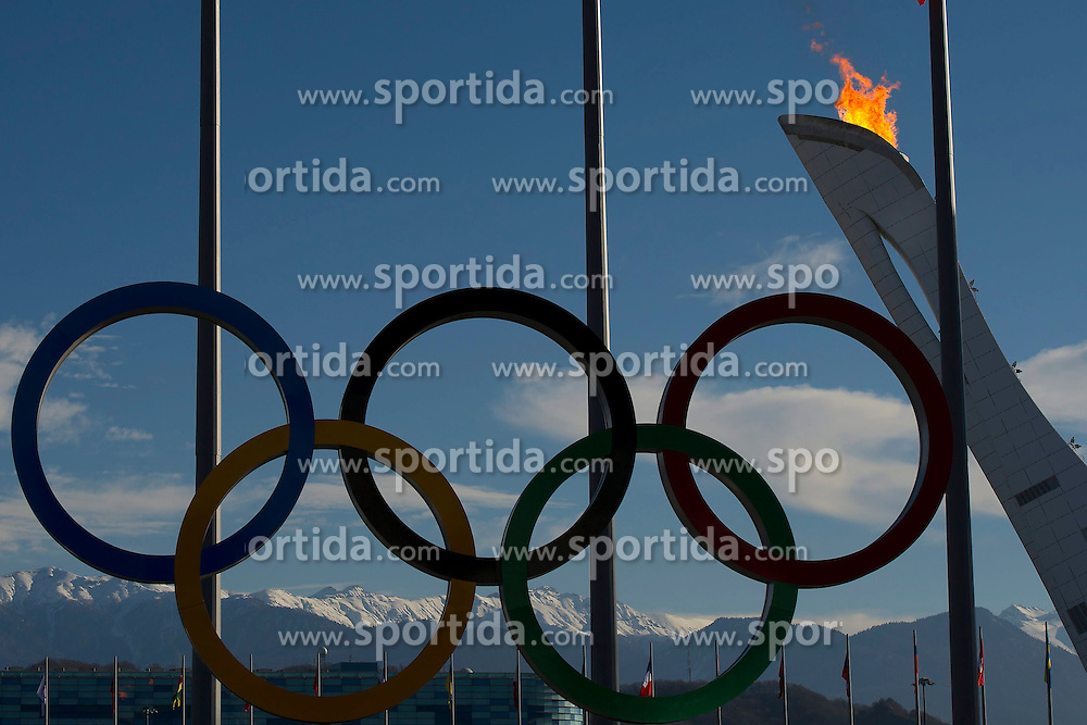 14.02.2014, Olympic Park, Adler, RUS, Sochi, 2014, Feature, im Bild Olympische Ringe, Olympisches Feuer // during the Olympic Winter Games Sochi 2014 at the Olympic Park in Adler, Russia on 2014/02/14. EXPA Pictures &copy; 2014, PhotoCredit: EXPA/ Freshfocus/ Urs Lindt<br /> <br /> *****ATTENTION - for AUT, SLO, CRO, SRB, BIH, MAZ only*****
