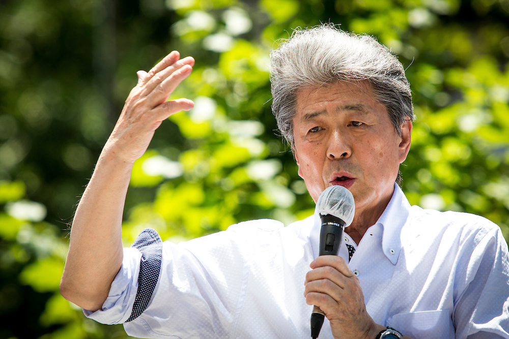 TOKYO, JAPAN - JULY 30 : Journalist Shuntaro Torigoe, a candidate for Tokyo governor delivers a campaign speech  during the last day of Tokyo Gubernatorial Election campaign rally at Hachiōji Station, Tokyo, Japan on Saturday, July 30, 2016. Tokyo residents will vote on July 31 for a new Governor of Tokyo who will deal with issues related to the hosting of the Tokyo Summer Olympics and Paralympics in 2020. (Photo: Richard Atrero de Guzman/NUR Photo)