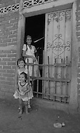 daily life and families in San Vicente    El Salvador    /  vie quotidienne et famille a san Vicente    Salvador   /  SALV34032 3B