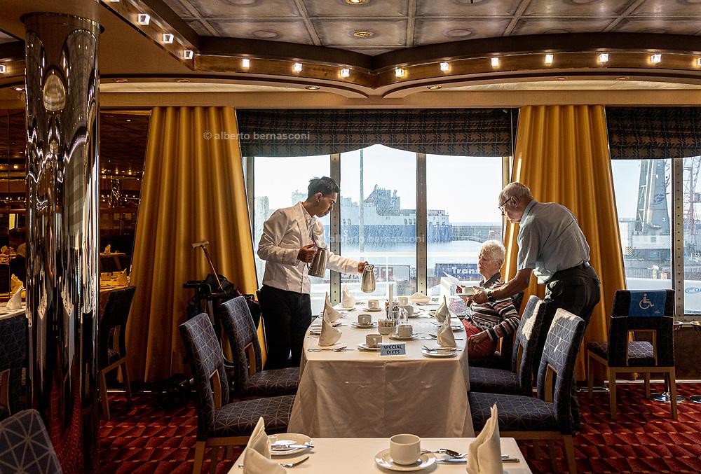 COSTA CROCIERE: sala principale per la cena e colazione buffet. the main room , saloon for a la carte  dinner and buffet breakfast. special diets reserved tables