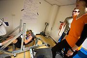 In Amsterdam traint Iris Slappendel op de VU door de wedstrijd te simuleren. Trainers Marco Korf en Saskia Balledux moedigen haar aan. In september wil het Human Power Team Delft en Amsterdam, dat bestaat uit studenten van de TU Delft en de VU Amsterdam, tijdens de World Human Powered Speed Challenge in Nevada een poging doen het wereldrecord snelfietsen voor vrouwen te verbreken met de VeloX 7, een gestroomlijnde ligfiets. Het record is met 121,44 km/h sinds 2009 in handen van de Francaise Barbara Buatois. De Canadees Todd Reichert is de snelste man met 144,17 km/h sinds 2016.<br /> <br /> With the VeloX 7, a special recumbent bike, the Human Power Team Delft and Amsterdam, consisting of students of the TU Delft and the VU Amsterdam, also wants to set a new woman's world record cycling in September at the World Human Powered Speed Challenge in Nevada. The current speed record is 121,44 km/h, set in 2009 by Barbara Buatois. The fastest man is Todd Reichert with 144,17 km/h.