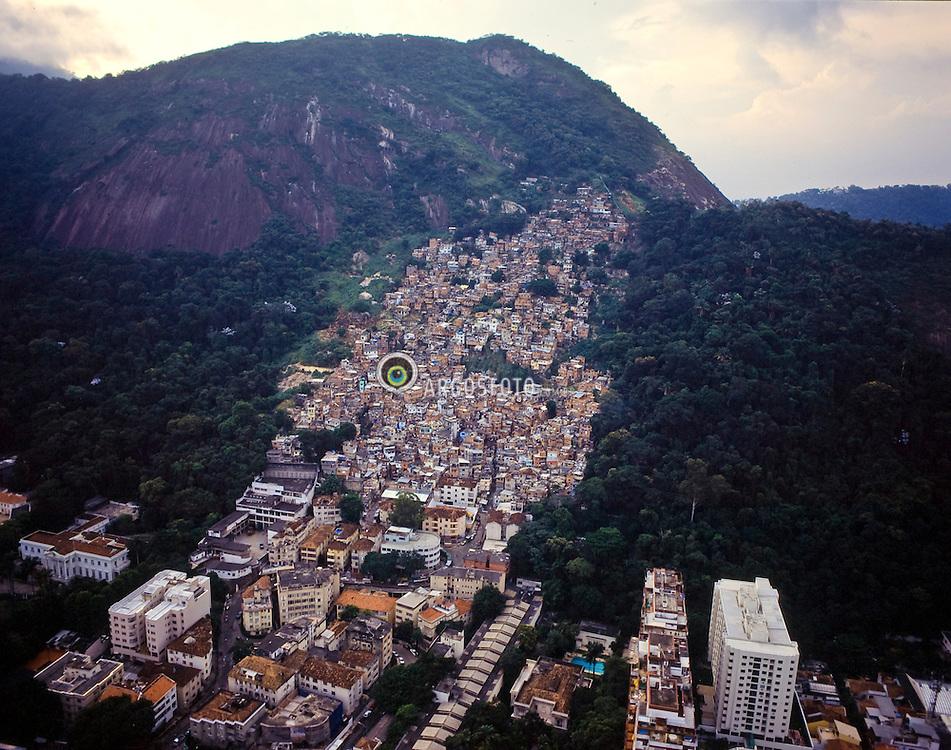 Favela Dona Marta na cidade do Rio de Janeiro. Brasil / Dona Marta Slum in Rio de Janeiro city. Brazil