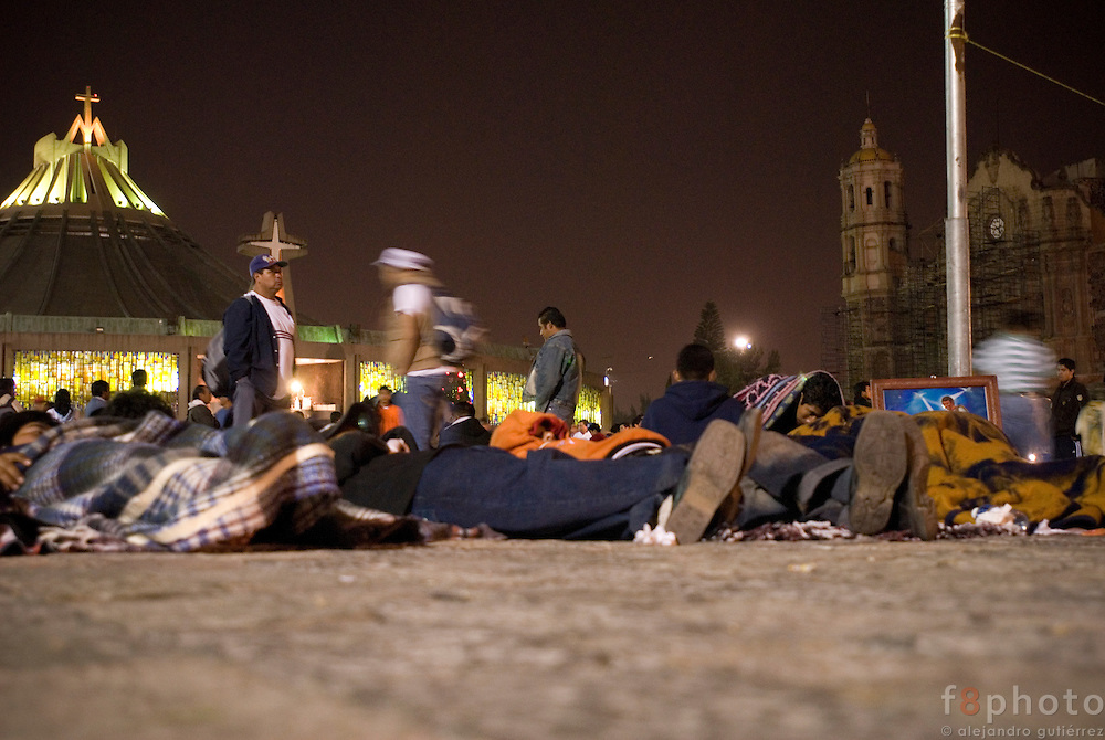 Groups of pilgrims from various parts of the country, after a long way rest on the floor.