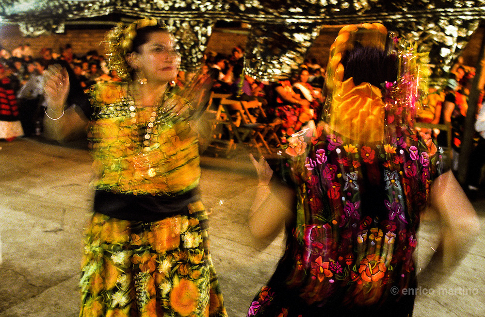 "Tehuantepec. Vela, with traditional dances (""sones"") with skirts and huipiles. Often the Tehuanas women dances without men."