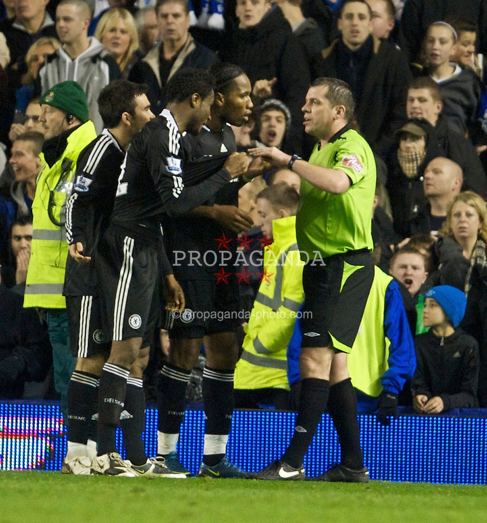 LIVERPOOL, ENGLAND - Monday, December 22, 2008: Referee Phil Dowd talks to Chelsea players during the Premiership match against Everton at Goodison Park. (Photo by David Rawcliffe/Propaganda)