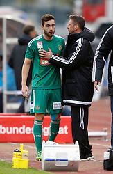 18.10.2015, Lavanttal Arena, Wolfsberg, AUT, 1. FBL, RZ Pellets WAC vs SK Rapid Wien, 12. Runde, im Bild v.l. Thanos Petsos (SK Rapid Wien) und Trainer Zoran Barisic (SK Rapid Wien) // during the Austrian Football Bundesliga 12th Round match between RZ Pellets WAC and SK Rapid Wien at the Lavanttal Arena in Wolfsberg Austria on 2015/10/18, EXPA Pictures © 2015, PhotoCredit: EXPA/ Wolfgang Jannach