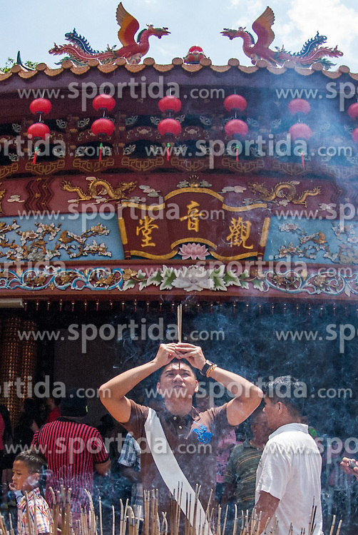 A man burns incense to pray during Chinese traditional Spring Festival at a temple in a small town in the south of Selangor state, Malaysia, on Feb. 22, 2015. EXPA Pictures &copy; 2015, PhotoCredit: EXPA/ Photoshot/ Chong Voon Chung<br /> <br /> *****ATTENTION - for AUT, SLO, CRO, SRB, BIH, MAZ only*****
