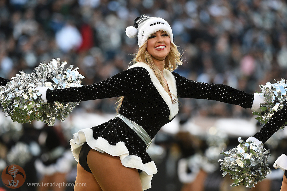 Mar 27, · The N.F.L. gave its approval on Monday for the Oakland Raiders to move to Las Vegas, casting aside decades of fears that putting a team in the gambling capital would corrupt the sport, while.