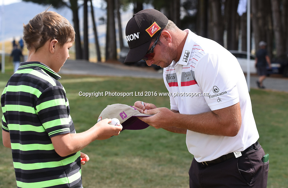 Ryan Fox signs autographs during Round 3 at The Hills during 2016 BMW ISPS Handa New Zealand Open. Saturday 12 March 2016. Arrowtown, New Zealand. Copyright photo: Andrew Cornaga / www.photosport.nz