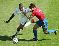 v.l. Redah Tukar, Raul Spanien<br /> Fussball WM 2006 Saudi-Arabien - Spanien<br /> Spania - Saudi-Arabia<br /> Norway only