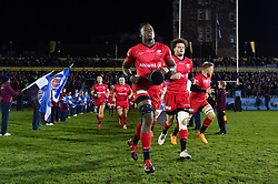 Maro Itoje and the rest of the Saracens team run onto the field - Mandatory byline: Patrick Khachfe/JMP - 07966 386802 - 29/11/2019 - RUGBY UNION - The Recreation Ground - Bath, England - Bath Rugby v Saracens - Gallagher Premiership