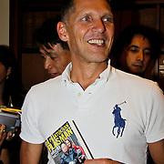 NLD/Amsterdam/20100429 - Boekpresentatie De praktijk van Plasman door Peter R. de Vries, Erwin Olaf