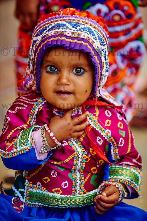 Inde, Gujarat, Kutch, village de Padhar, population Ahir, ceremonie de 1 ans des enfants // India, Gujarat, Kutch, Padhar village, Ahir ethnic group, one year old ceremony