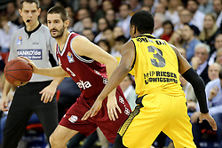 09.12.2017, Audi Dome, Muenchen, GER, EasyCredit BBL, FC Bayern Muenchen Basketball vs MHP Riesen Ludwigsburg, 12. Runde, im Bild Kerron Johnson (Ludwigsburg) stellt einen Block gegen Braydon Hobbs (Muenchen) // during the easyCredit Basketball Bundesliga 12th round match between MHP Riesen Ludwigsburg and 12.Spieltag at the Audi Dome in Muenchen, Germany on 2017/12/09. EXPA Pictures &copy; 2017, PhotoCredit: EXPA/ Eibner-Pressefoto/ Marcel Engelbrecht<br /> <br /> *****ATTENTION - OUT of GER*****