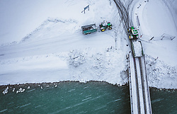 THEMENBILD - Traktoren laden geräumten Schnee in der Salzach ab, aufgenommen am 08. Jaenner 2019 in Bruck an der Glocknerstrasse, Oesterreich // Tractors unload cleared snow in the Salzach River, Bruck an der Glocknerstrasse, Austria on 2019/01/08. EXPA Pictures © 2019, PhotoCredit: EXPA/ JFK
