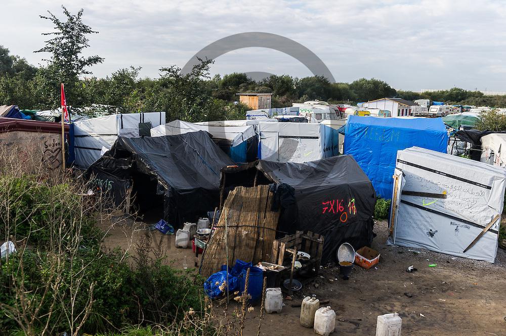 Calais, Frankreich - 16.10.2016<br /> &Uuml;bersichtsbild ueber den Dschungel von Calais. Das Fluechtlingscamp an der Kueste zum Aermelkanal soll laut franzoesischer Regierung in den naechsten Tagen geraeumt werden. In dem Camp leben um die 1000 Fluechtlinge und warten auf die Moeglichkeit zur Weiterreise durch den Eurotunnel nach Gro&szlig;britannien. Photo: Foto: Markus Heine / heineimaging<br /> <br /> Calais, France - 2016/10/16<br /> Aerial view of the Calais Jungle. The refugee camp on the coast to the English Channel is to be cleared in the next few days, according to the French government. In the camp live around the 1000 refugees and wait for the possibility to travel further through the Eurotunnel to the UK. Photo: Foto: Markus Heine / heineimaging<br /> <br /> ------------------------------<br /> <br /> Veroeffentlichung nur mit Fotografennennung, sowie gegen Honorar und Belegexemplar.<br /> <br /> Bankverbindung:<br /> IBAN: DE65660908000004437497<br /> BIC CODE: GENODE61BBB<br /> Badische Beamten Bank Karlsruhe<br /> <br /> USt-IdNr: DE291853306<br /> <br /> Please note:<br /> All rights reserved! Don't publish without copyright!<br /> <br /> Stand: 10.2016<br /> <br /> ------------------------------