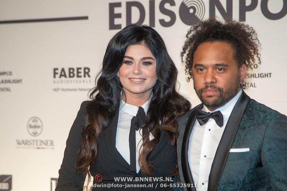 NLD/Amsterdam/20160321 - Edison Pop Awards 2016, Roxeanne Hazes en Memru Renjaan