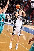 DESCRIZIONE : Napoli Eurolega 2006-07 Eldo Napoli Pau Orthez<br />GIOCATORE : Larranaga<br />SQUADRA : Eldo Napoli<br />EVENTO : Eurolega 2006-2007 <br />GARA : Eldo Napoli Pau Orthez <br />DATA : 23/11/2006 <br />CATEGORIA : Tiro<br />SPORT : Pallacanestro <br />AUTORE : Agenzia Ciamillo-Castoria/G.Ciamillo <br />Galleria : Eurolega 2006-2007 <br />Fotonotizia : Napoli Eurolega 2006-2007 Eldo Napoli Pau Orthez<br />Predefinita :