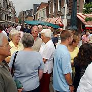NLD/Muiden/20050702 - Spieringfestival Muiden, braderie, drukte