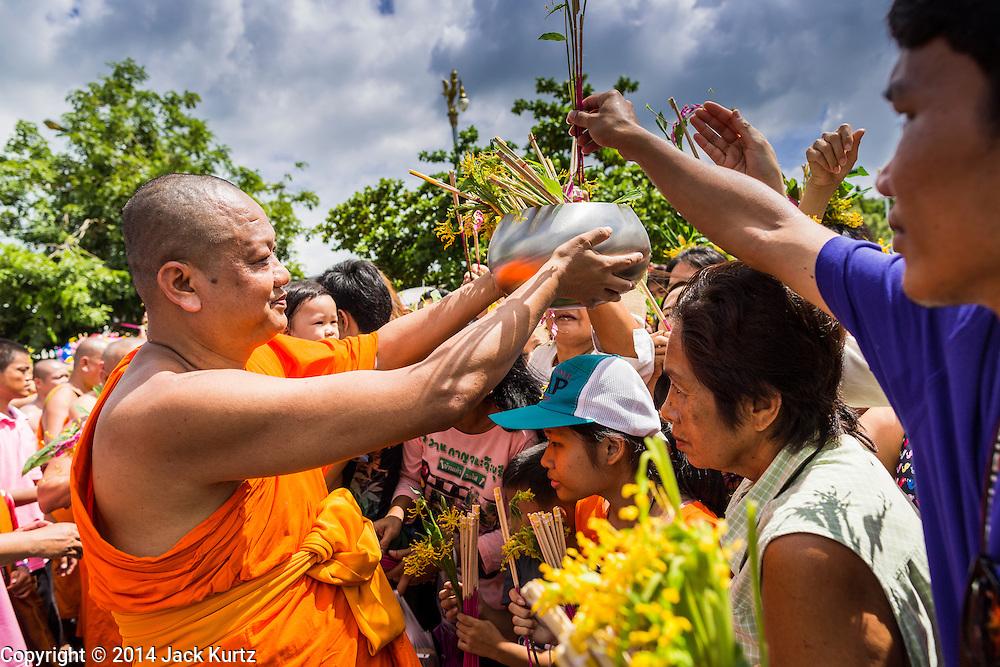 12 JULY 2014 - PHRA PHUTTHABAT, SARABURI, THAILAND:     PHOTO BY JACK KURTZ