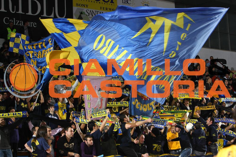 DESCRIZIONE : Porto San Giorgio Lega A1 2008-09 Premiata Montegranaro Carife Ferrara<br /> GIOCATORE : Tifosi<br /> SQUADRA : Premiata Montegranaro<br /> EVENTO : Campionato Lega A1 2008-2009<br /> GARA : Premiata Montegranaro Carife Ferrara<br /> DATA : 18/01/2009<br /> CATEGORIA : Tifosi curva<br /> SPORT : Pallacanestro<br /> AUTORE : Agenzia Ciamillo-Castoria/C.De Massis