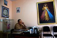 Fray Máximo Rodríguez en su oficina de Santo Domingo, República Dominicana.  El fray Máximo nació en Eguey al este del país en 1951. Se graduó del seminario franciscano capuchino en 1983 y desde 2004 es el sacerdote a cargo de las parroquias San Miguel y Las Mercedes en la ciudad de Santo Domingo.  Para el fraile ?la semana santa es el cumplimiento de la misión de Jesús para salvar a los hombres?. 15-22 de marzo de 2008. (Ramón Lepage/Orinoquiaphoto)   Fray Maximo Rodríguez during the celebration of Easter week in Santo Domingo, Dominican Republic. Born in Eguey, east of the country, he graduated from the seminar in 1983 and since 2004 is the priest in charge of San Miguel and Las Mercedes Parish in the city of Santo Domingo. (Ramon Lepage/Orinoquiaphoto)