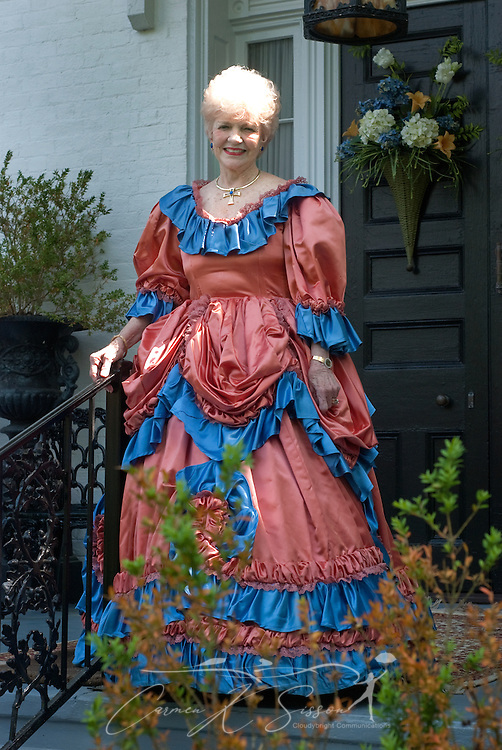 Homeowner Grayce Hicks welcomes guests to Rosewood Manor in Columbus, Miss. April 16, 2010. The 1835 Greek-Revival antebellum mansion was among nearly two dozen on tour during Columbus' annual Spring Pilgrimage. (Photo by Carmen K. Sisson/Cloudybright)