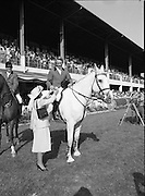 The Dublin Horse Show.1982.07.08.1982.08.07.1982.7th August 1982...The Dublin Horse Show..R.D.S., Ballsbridge, Dublin.The winners of the Aga Khan team trophy were Great Britain. The shows' leading rider was Mr Harvey Smith, Great Britain..Picture of Mr David Broome accepting his team award from Mrs Hely Hutchinson.