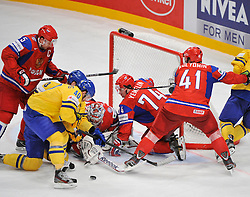 11.05.2012, Ericsson Globe, Stockholm, SWE, IIHF, Eishockey WM, Russland (RUS) vs Schweden (SWE), im Bild, Sverige Sweden 40 Henrik Zetterberg chance to goal hard infont of Russia 1 Goalkeeper Semyon Varlamov (Colorado Avalanche) // during the IIHF Icehockey World Championship Game between Russia (RUS) and Sweden (SWE) at the Ericsson Globe, Stockholm, Sweden on 2012/05/11. EXPA Pictures © 2012, PhotoCredit: EXPA/ PicAgency Skycam/ Simone Syversson..***** ATTENTION - OUT OF SWE *****