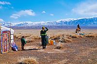 Mongolie, Province de Khovd, campement des nomades en hiver, depart à la chasse // Mongolia, Khovd, nomad camp in winter, departure for hunting