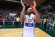 DESCRIZIONE : Avellino Lega A 2012-13 Sidigas Avellino EA7 Emporio Armani Milano<br /> GIOCATORE : Shakur Mustafa<br /> CATEGORIA : esultanza curiosita ritratto tifosi<br /> SQUADRA : Sidigas Avellino<br /> EVENTO : Campionato Lega A 2012-2013 <br /> GARA : Sidigas Avellino EA7 Emporio Armani Milano<br /> DATA : 15/10/2012<br /> SPORT : Pallacanestro <br /> AUTORE : Agenzia Ciamillo-Castoria/GiulioCiamillo<br /> Galleria : Lega Basket A 2012-2013  <br /> Fotonotizia : Avellino Lega A 2012-13 Sidigas Avellino EA7 Emporio Armani Milano<br /> Predefinita :