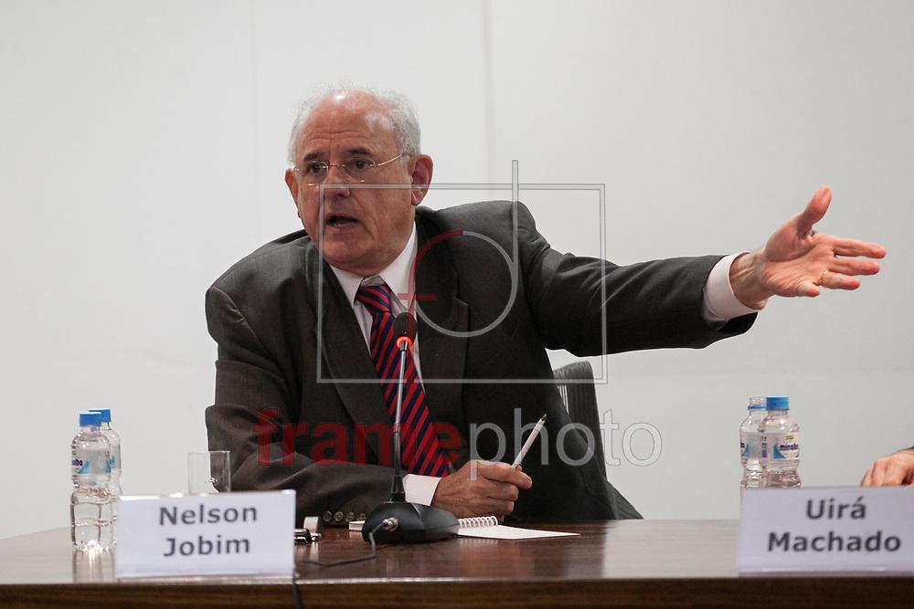 SÃO PAULO - 08/10/2013 - O ex-ministro Nelson Jobim durante debate em razão dos 25 anos da constituição de 1988, promovido pelo jornal A Folha de São Paulo, na sede do jornal, no bairro da Barra Funda. Foto: Juliana Knobel/Frame