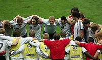 Verschwoerung vor dem Elfmeterschiessen, Mitte Trainer Klinsmann<br /> Fussball WM 2006 Viertelfinale Deutschland - Argentinien<br /> Tyskland - Argentina<br /> Norway only