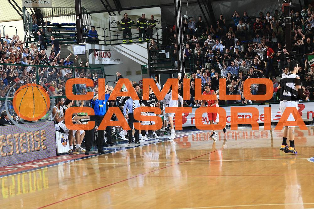 DESCRIZIONE : Ferrara Lega A 2009-10 Basket Carife Ferrara Cimberio Varese<br /> GIOCATORE : Sven Shultze panchina Ferrara<br /> SQUADRA : Carife Ferrara<br /> EVENTO : Campionato Lega A 2009-2010<br /> GARA : Carife Ferrara Cimberio Varese<br /> DATA : 28/03/2010<br /> CATEGORIA : Esultanza<br /> SPORT : Pallacanestro<br /> AUTORE : Agenzia Ciamillo-Castoria/G.Livaldi<br /> Galleria : Lega Basket A 2009-2010 <br /> Fotonotizia : Treviso Campionato Italiano Lega A 2009-2010 Carife Ferrara Cimberio Varese<br /> Predefinita :