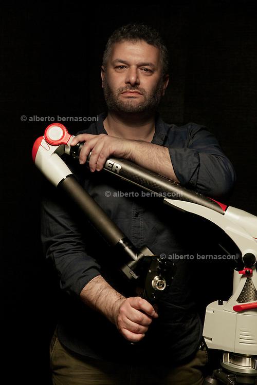 Cremona , Museo del Violino, Marco Malagori, respnsabile del Laboratorio di diagnostica non invasiva dell'università di pavia