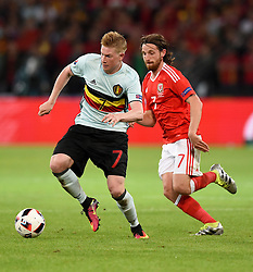 Kevin De Bruyne of Belgium battles for the ball with Joe Allen of Wales  - Mandatory by-line: Joe Meredith/JMP - 01/07/2016 - FOOTBALL - Stade Pierre Mauroy - Lille, France - Wales v Belgium - UEFA European Championship quarter final