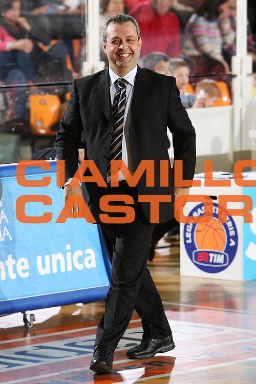 DESCRIZIONE : Udine Lega A1 2005-06 Snaidero Udine Upea Capo Orlando <br /> GIOCATORE : Perdichizzi <br /> SQUADRA : Upea Capo Orlando <br /> EVENTO : Campionato Lega A1 2005-2006 <br /> GARA : Snaidero Udine Upea Capo Orlando <br /> DATA : 11/03/2006 <br /> CATEGORIA : Esultanza <br /> SPORT : Pallacanestro <br /> AUTORE : Agenzia Ciamillo-Castoria/S.Silvestri