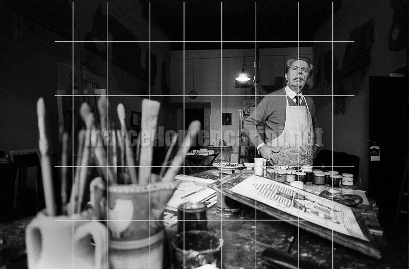 Rome, 1980. Italian painter Franco gentilini in his studio / Roma, 1980. Il pittore Franco gentilini nel suo studio - © Marcello Mencarini