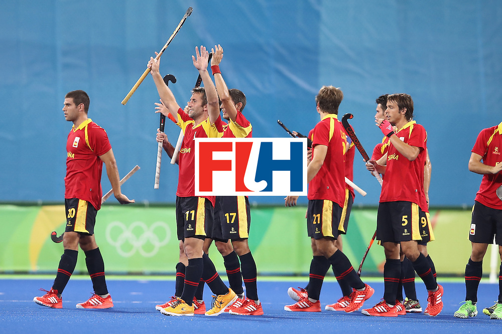 RIO DE JANEIRO, BRAZIL - AUGUST 07:  Spain celebrate victory during the men's pool A match between Spain and Australia on Day 2 of the Rio 2016 Olympic Games at the Olympic Hockey Centre on August 7, 2016 in Rio de Janeiro, Brazil.  (Photo by Mark Kolbe/Getty Images)