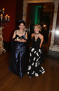 Daphne guinness and the Marchioness of Normanby, Belle Epoche gala fundraising dinner. National Gallery. 16 March 2006. ONE TIME USE ONLY - DO NOT ARCHIVE  © Copyright Photograph by Dafydd Jones 66 Stockwell Park Rd. London SW9 0DA Tel 020 7733 0108 www.dafjones.com