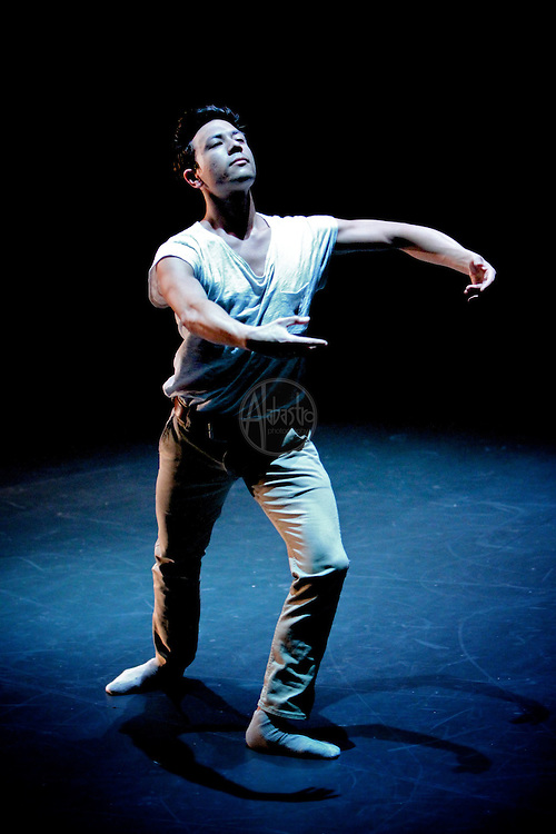 "Jim Kent performs Mark Haim's ""Bouyant Despite Slump"" at Chop Shop: Northside on October 2010."