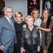 NLD/Amsterdam/20160203 - Premiere Simone, familie Albert Verlinde, moeder, zus etc