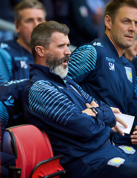 13.09.2014, Anfield, Liverpool, ENG, Premier League, FC Liverpool vs Aston Villa, 4. Runde, im Bild Aston Villa's assistant coach Roy Keane yawns on the bench // during the English Premier League 4th round match between Liverpool FC and Aston Villa at Anfield in Liverpool, Great Britain on 2014/09/13. EXPA Pictures © 2014, PhotoCredit: EXPA/ Propagandaphoto/ David Rawcliffe<br /> <br /> *****ATTENTION - OUT of ENG, GBR*****
