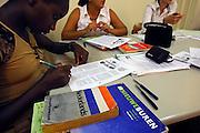 Nederland, Nijmegen, 13-9-2006..Bij het ROC leren nieuwe nederlanders, allochtonen,..het voor de inburgering verplichte Nederlands...Foto: Flip Franssen/Hollandse Hoogte