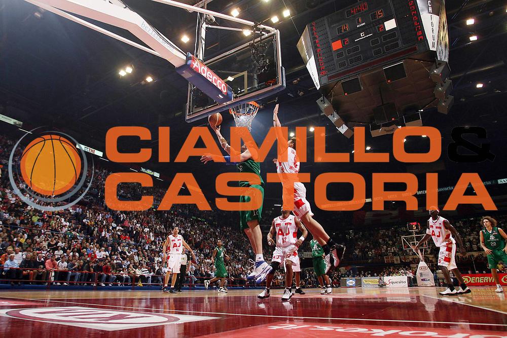 DESCRIZIONE : Milano Lega A1 2007-08 Playoff Semifinale Gara 2 Armani Jeans Milano Montepaschi Siena <br /> GIOCATORE : Ksistof Lavrinovic<br /> SQUADRA : Montepaschi Siena <br /> EVENTO : Campionato Lega A1 2007-2008 <br /> GARA : Armani Jeans Milano Montepaschi Siena<br /> DATA : 24/05/2008 <br /> CATEGORIA : Tiro Super Special<br /> SPORT : Pallacanestro <br /> AUTORE : Agenzia Ciamillo-Castoria/M.Marchi<br /> Galleria : Lega Basket A1 2007-2008 <br /> Fotonotizia : Milano Campionato Italiano Lega A1 2007-2008 Playoff Semifinale Gara 2 Armani Jeans Milano Montepaschi Siena <br /> Predefinita :