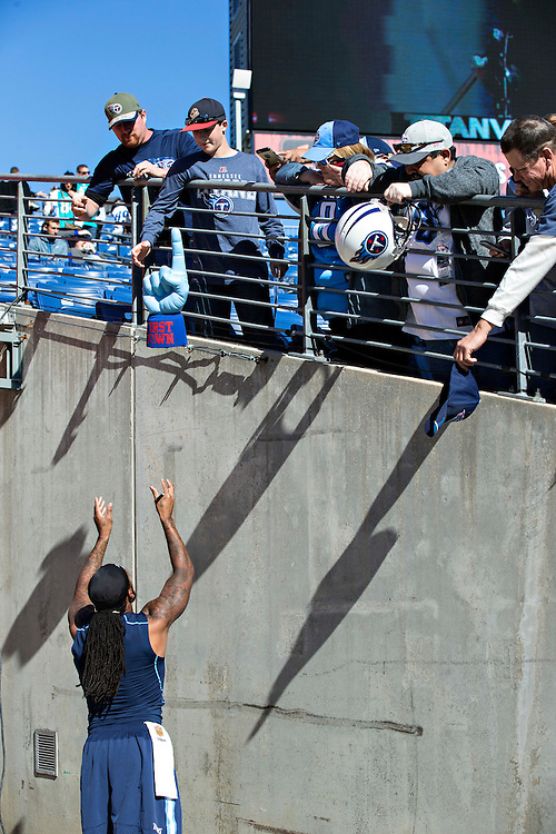 NASHVILLE, TN - OCTOBER 18:  Dexter McCluster #22 of the Tennessee Titans signs autographs before a game against the Miami Dolphins at LP Field on October 18, 2015 in Nashville, Tennessee.  (Photo by Wesley Hitt/Getty Images) *** Local Caption *** Dexter McCluster