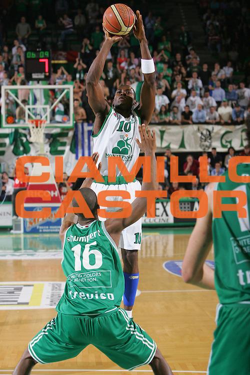 DESCRIZIONE : Treviso Lega A1 2006-07 Benetton Treviso Montepaschi Siena <br /> GIOCATORE : Sato <br /> SQUADRA : Montepaschi Siena <br /> EVENTO : Campionato Lega A1 2006-2007 <br /> GARA : Benetton Treviso Montepaschi Siena <br /> DATA : 22/04/2007 <br /> CATEGORIA : Tiro <br /> SPORT : Pallacanestro <br /> AUTORE : Agenzia Ciamillo-Castoria/S.Silvestri