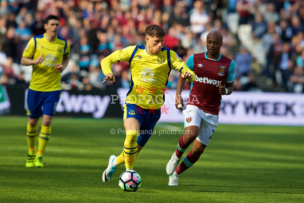 LONDON, ENGLAND - Saturday, April 22, 2017: Everton's Ross Barkley in action against West Ham United during the FA Premier League match at the London Stadium. (Pic by David Rawcliffe/Propaganda)
